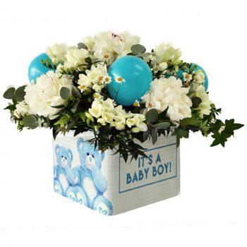 Σύνθεση για γέννηση αγοριου με λευκά λουλούδια εποχής και μπλε μπαλόνια